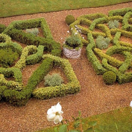 Barnsley House - Garden designer Rosemary Verey - famous garden in Gloucestershire England renowned for its knot garden 2