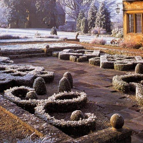Barnsley House - Garden designer Rosemary Verey - famous garden in Gloucestershire England renowned for its knot garden 4