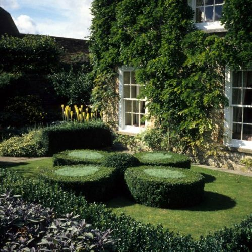 Rofford Manor - Oxfordshire house owned by Jeremy Mogford renowned for converting old houses into restaurants - 3