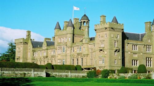 Kinnaird Castle - Summer