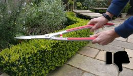 Don't hold shears at the base of the handle - Thumbs Down